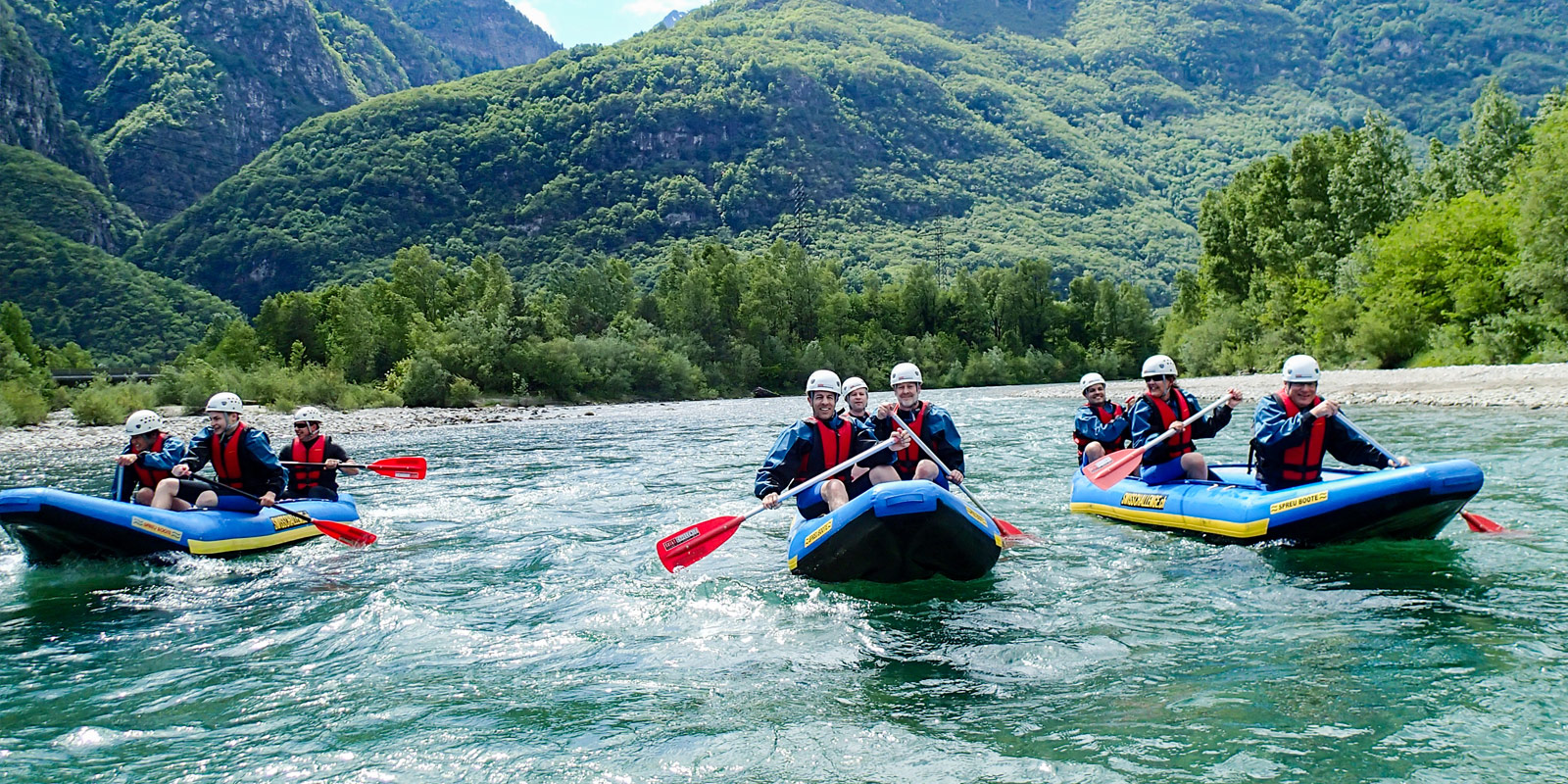 rafting-adults-group-activity-ticino-adventures-outdoor-activities-hero-1